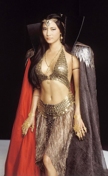 Women Wearing Revealing Warrior Outfits - Page 4 Kelly-hu-scorpion-king-1